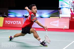 Tunggal putra Indonesia, Anthony Sinisuka Ginting bersiap menyambut pengembalian. (Copyright: Badmintonphoto | Courtsey of BWF)