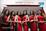 Para Usher Berpose Di Booth Merchandise Djarum Foundation